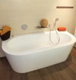 Badewanne mit Wandanschluss